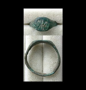 Ring, Medieval Era, Unisex with 'Fleur-de-Lis' Intaglio