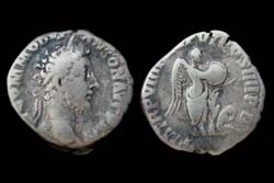 Commodus Denarius, Victory with Captive